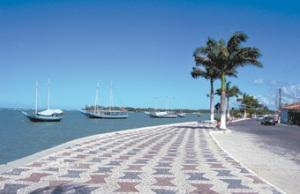 Cultura e agito - Dos antigos e conservados calçadões ao mar azul, Porto Seguro é uma cidade que agrada a todos os gostos. Cidade recebe 450 mil turistas de todo o mundo por ano.