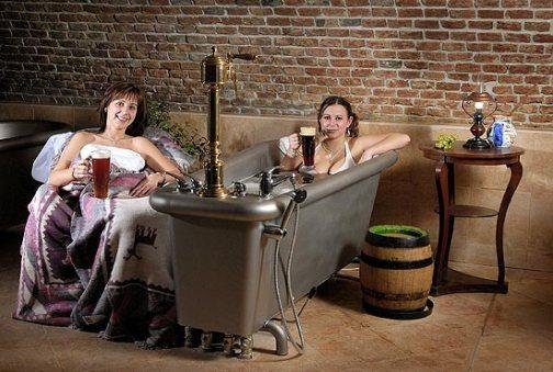 Banho de cerveja (Foto: divulgação)