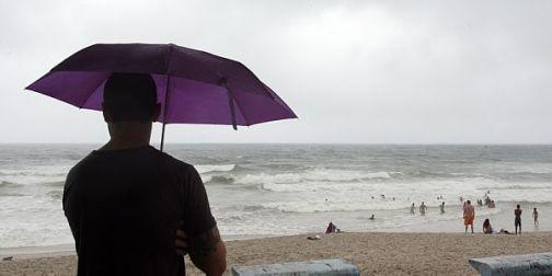 Praia e chuva (Foto: divulgação)